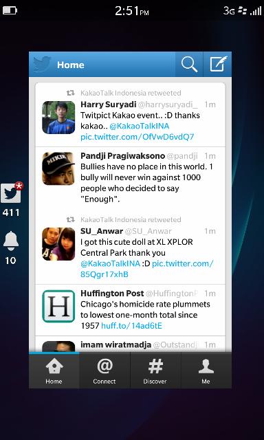 Saat ada notification masuk, dengan jempol kita dorong ke atas. Aplikasi mengecil, dan tampak list notif di kiri