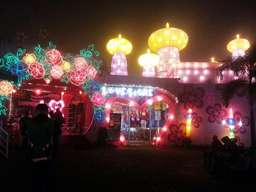 Gerbang masuk menuju Lampion Garden