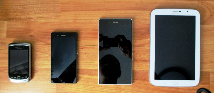 Kiri-kanan: BB Torch, Xperia Z, Xperia Z Ultra, Galaxy Note 8