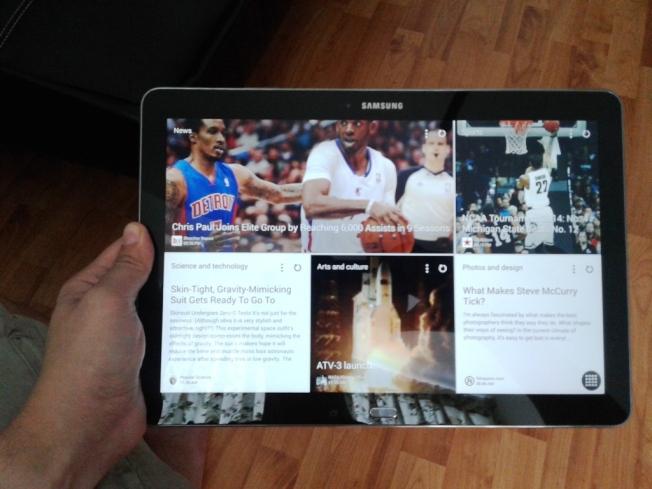 "Homescreen NotePRO menggunakan gaya ""magazine"" (mirip Flipboard) yang bisa di-customized"