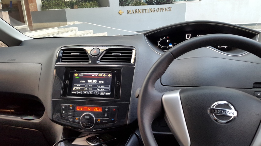 Dashboard futuristik dan radio full touch screen