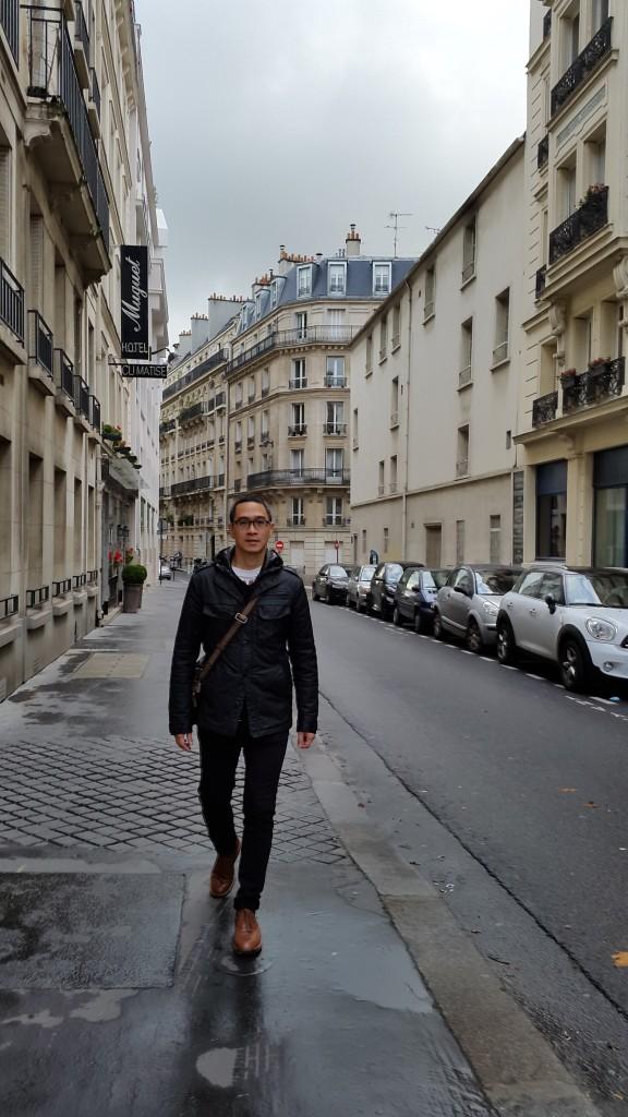 Jalan2 kecil di kota Paris memiliki charm tersendiri