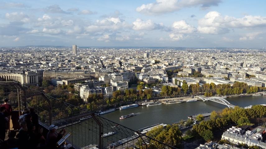Sisi lain yang bisa dilihat dari atas Eiffel Tower