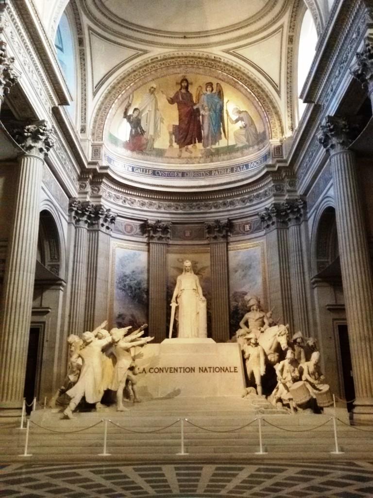 Nggak tahu kenapa menurut gw patung di dalam Pantheon ini keren banget