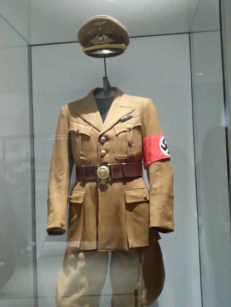 Uniform perwira Nazi, yang pernah menduduki Paris