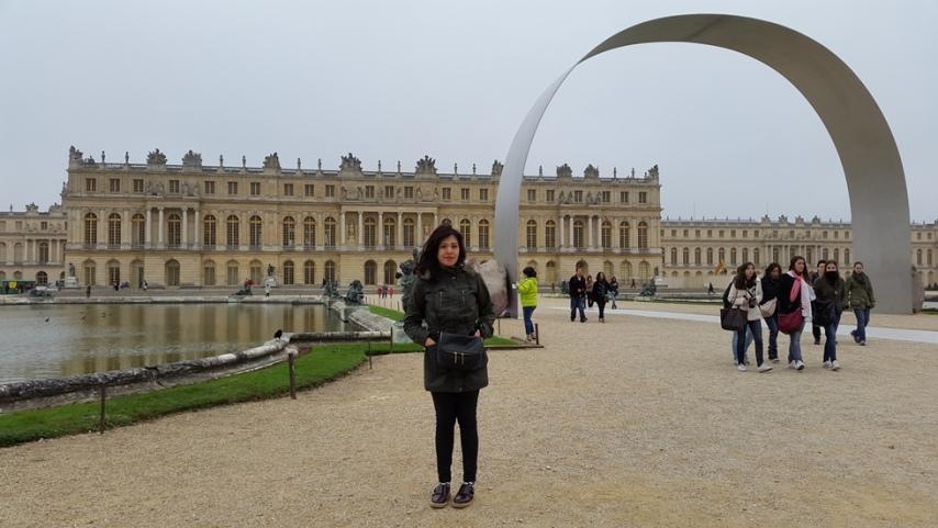 Pemandangan istana Versailles dari belakang (taman)